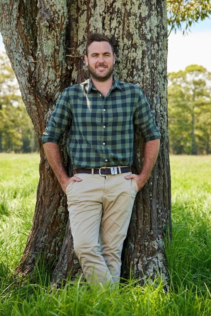 Farmer Wants A Wife 2021's farmer Pete mysteriously ...