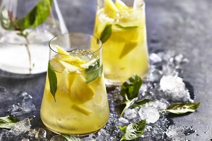 pineapple-vodka-breezer