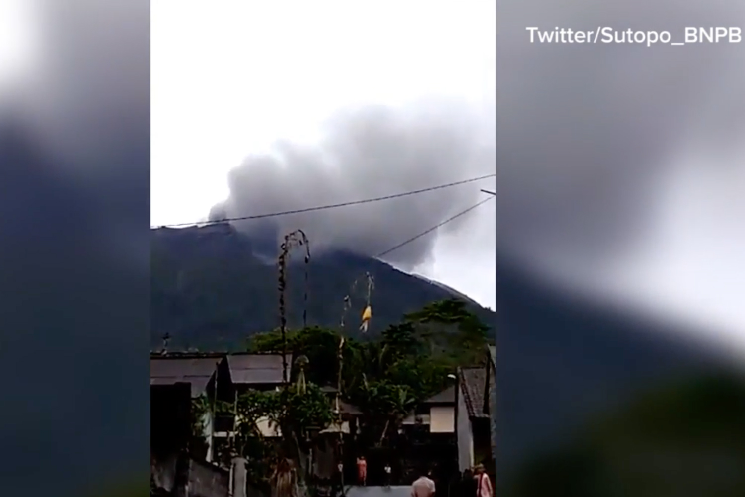Mount Agung eruption: Indonesia lowers Bali volcano alert status