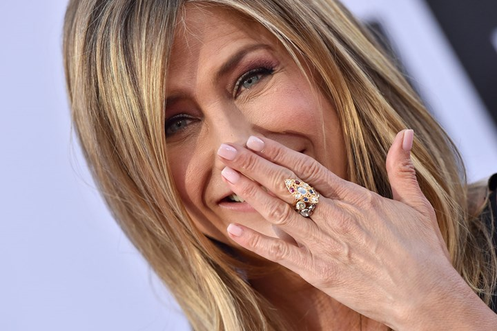 Shocking pictures: Jennifer Aniston cradles baby bump | New