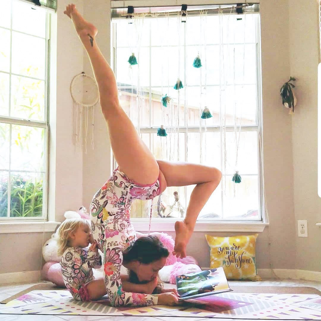 These Images Of A Mom Breastfeeding While Practicing Yoga