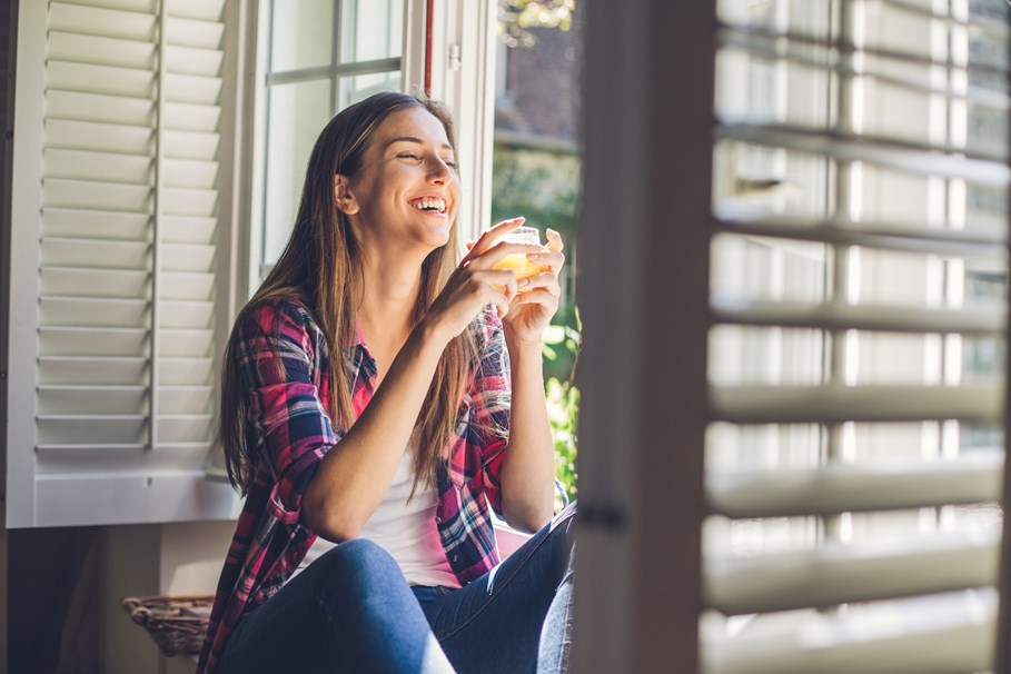 Waking up early is linked feeling happier: new study