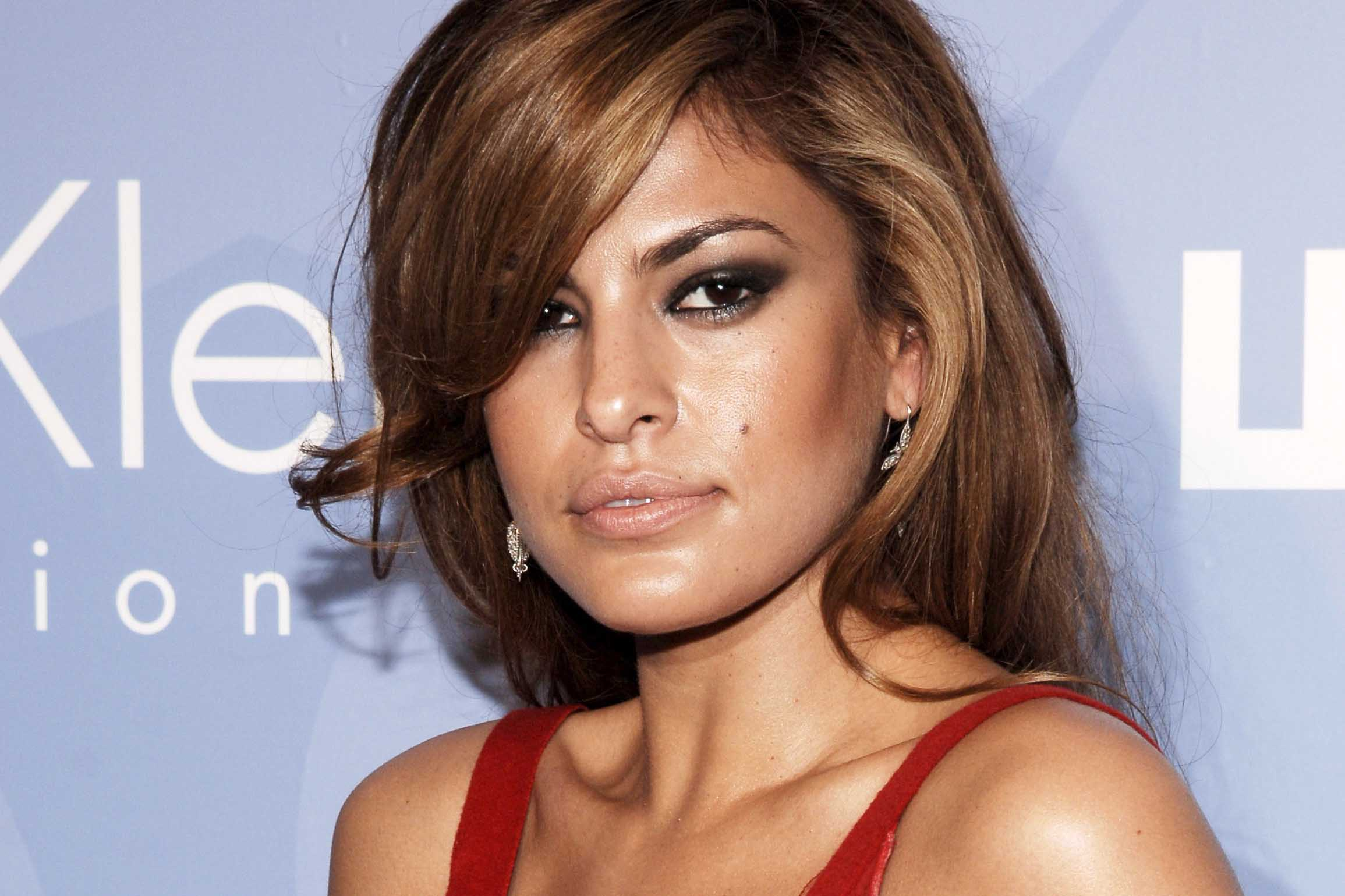 Eva Mendes shared bare-faced selfie and something else ...
