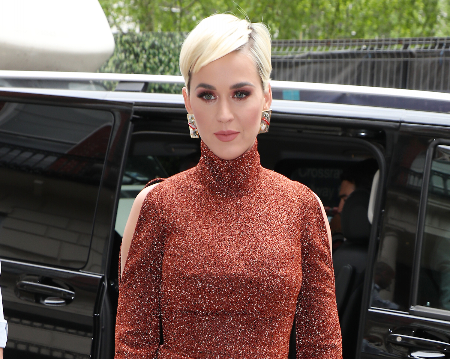 Katy Perry Haircut Styles Short Blue Blonde More New Idea Magazine