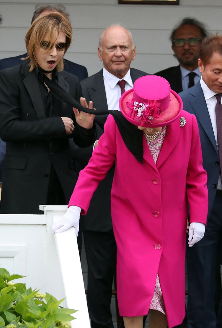 WATCH: Queen gets a scarf blown in her face at Royal Windsor Cup