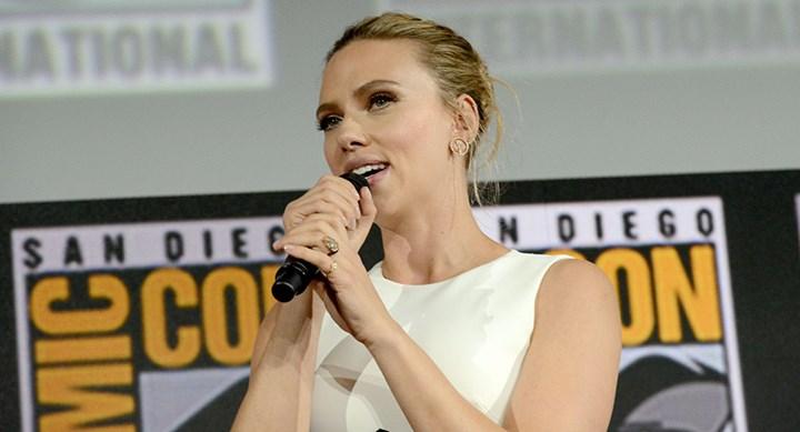 Scarlett Johansson shows off HUGE engagement ring