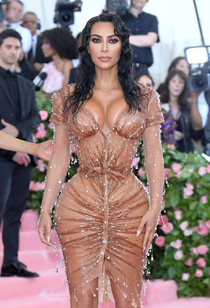 Kim Kardashian en la Gala del Met 2019 celebrando el Campamento: Notes on Fashion