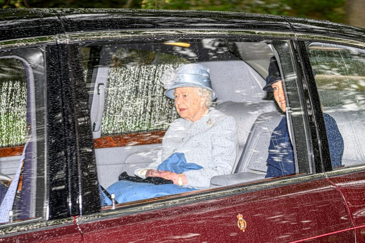 Queen heads to church with royal family - but where are Meghan and Harry?