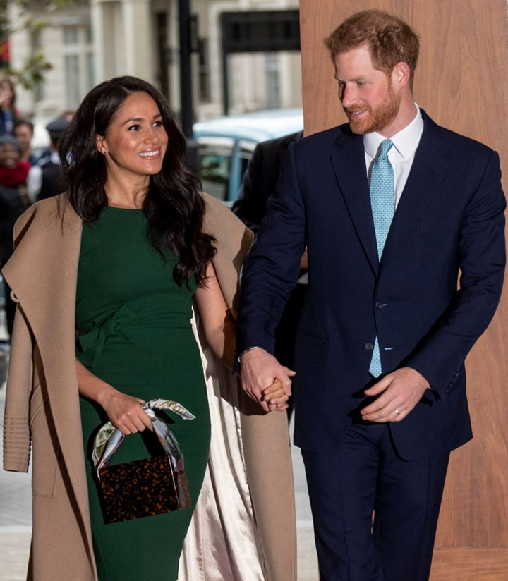 Body Language expert says 'passive' Harry lets Meghan take the lead